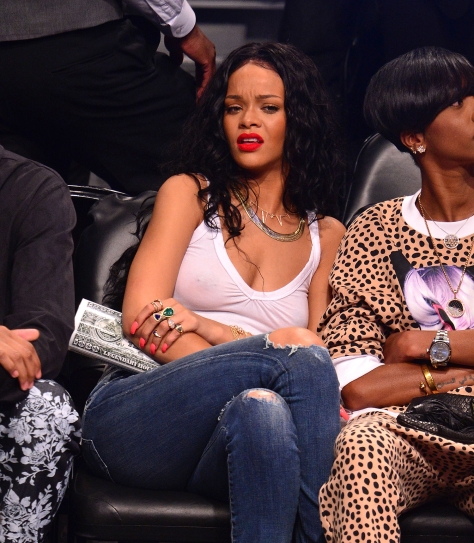 rihanna-raptors-nets-game-no-bra-photo